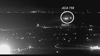San Francisco, sfiorata collisione tra aerei in pista: le immagini