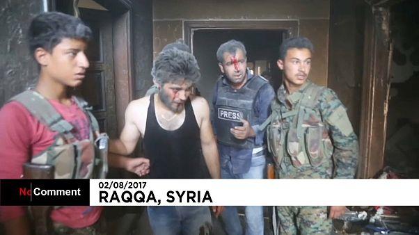 سوریه؛ ویدئوی زخمی شدن خبرنگاران در جریان نبرد رقه