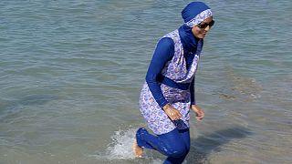 ارتداء البوركيني كلفها تعويضا لتطهير مسبح بفرنسا