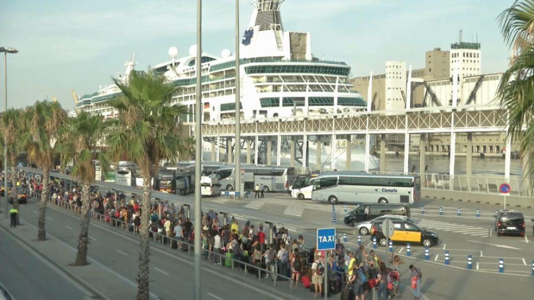 برشلونة تتعرض لهجوم سياحي