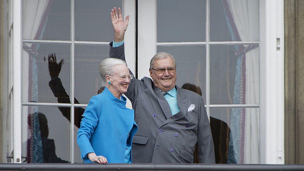 Le prince Henrik du Danemark fait tombe à part