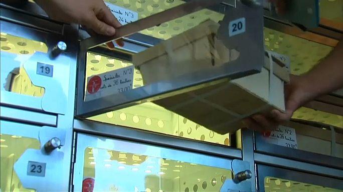 Máquina automática vende ostras frescas 24 horas por dia