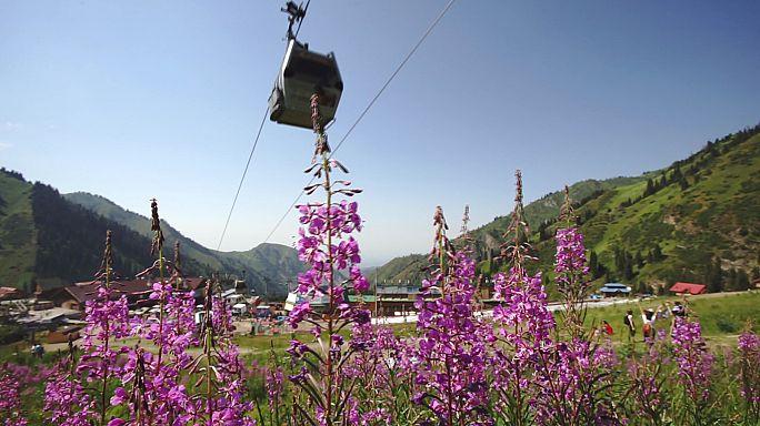 Montanhas de desporto no Festival Internacional de Almaty