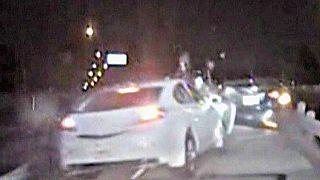 Polícia do Texas escapa por um triz a acidente durante operação-stop