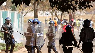 Accrochages entre policiers et militaires au Zimbabwe