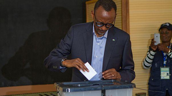 Ruanda'da Kagamé yüzde 98 ile bir dönem daha başkan