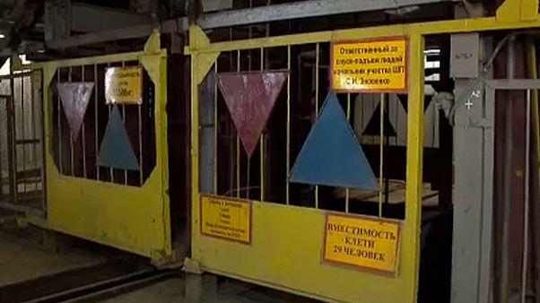 Continúa el rescate de mineros rusos en una mina de diamantes