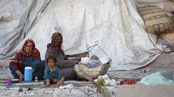 بانتظار ساعة الحسم، داعش يسمح بخروج 3000 شخص من الرقة