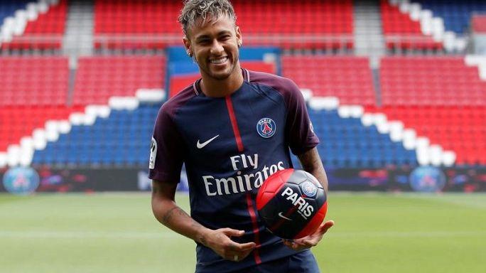 Neymar ainda não joga mas já brilha no Parque dos Príncipes