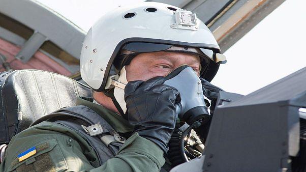 رئیس جمهوری اوکراین سوار بر جت جنگی