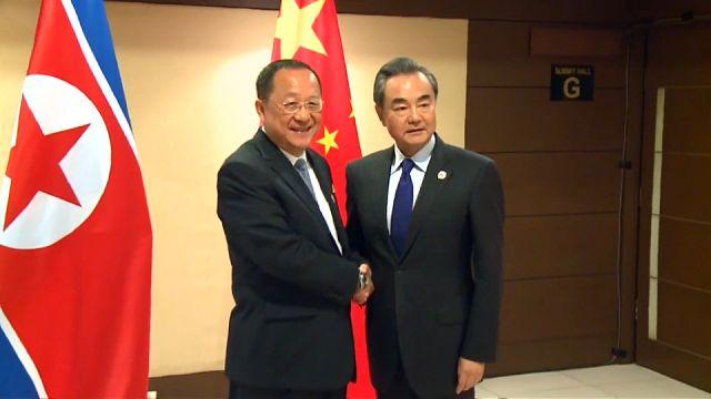 """China quer novas negociações e pede """"inteligência"""" à Coreia do Norte"""