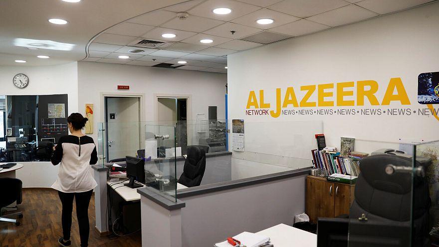 إسرائيل تغلق مكتب الجزيرة وسحب اعتماد صحفييها أسوة بدول عربية