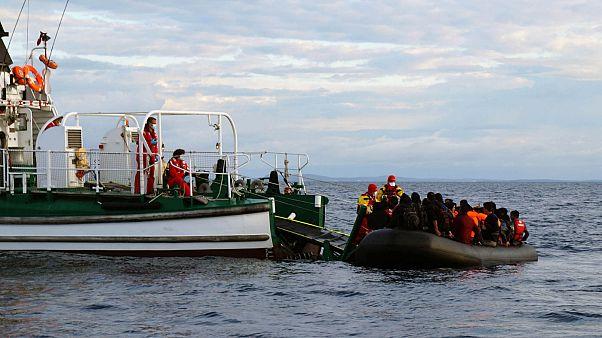 Rescatan a 30 personas en el mar Egeo