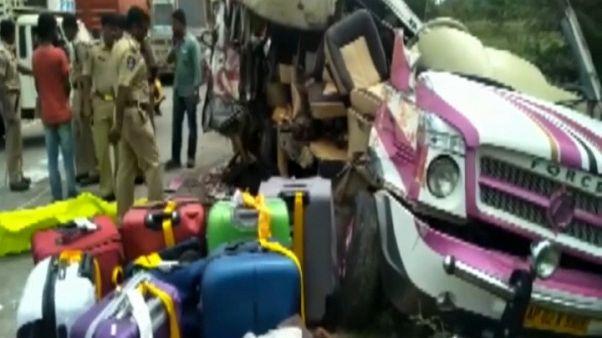 Buscan al responsable del accidente de los cooperantes en la India