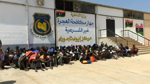 Migranti: altri 300 salvati dalla Libia
