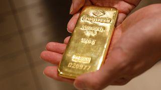 کشف ۲۵ کیلوگرم طلای قاچاق از مرد ویلچرنشین در فرودگاه بنگلادش