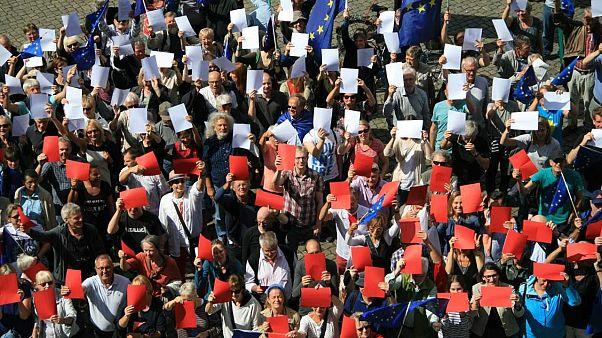 #PulseForPoland in 130 Städten - Solidaritätsdemos mit protestierenden Polen