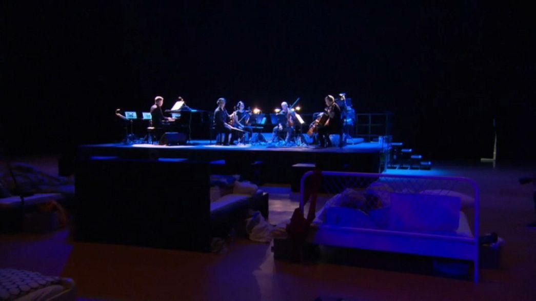 شاهد: حفل موسيقي لجمهور نائم!