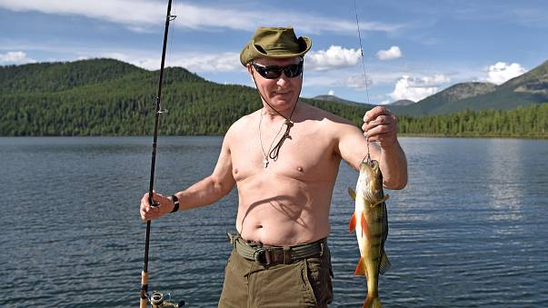 Russia: Putin va a pesca in Siberia
