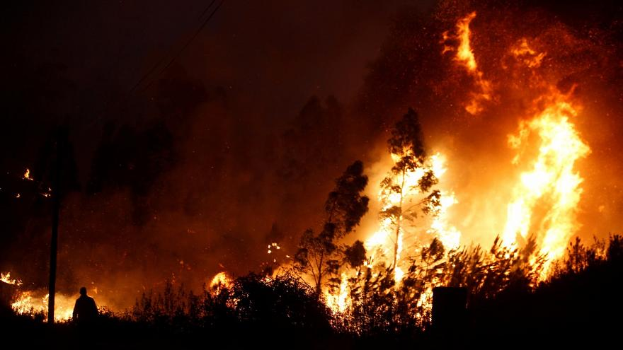 İtalya'da gönüllü itfaiyeciler kasten yangın çıkardı