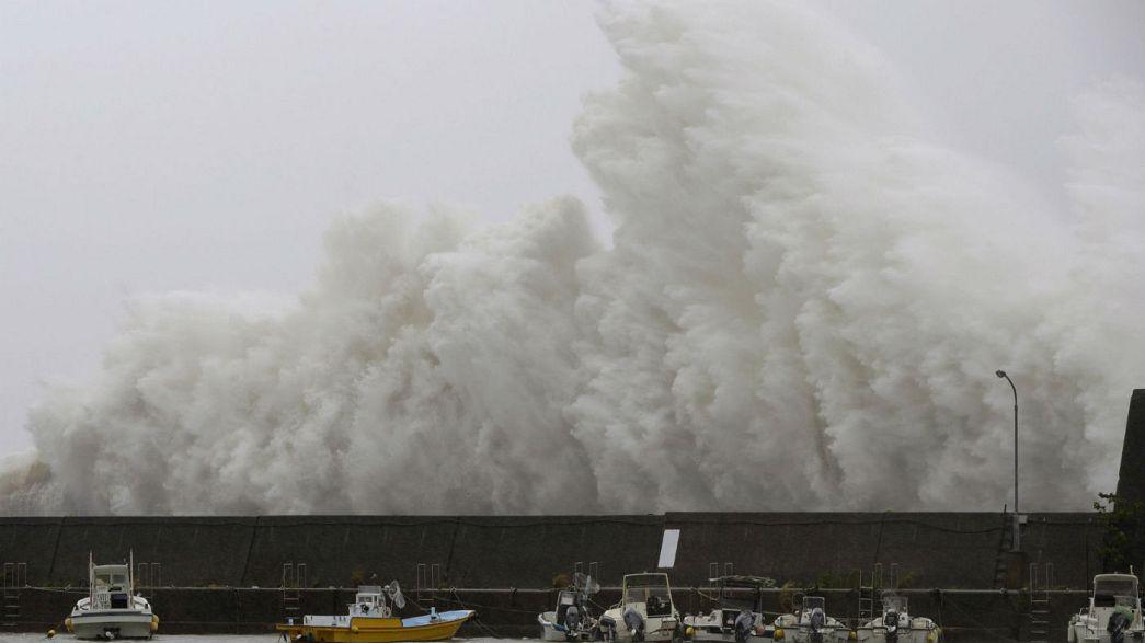 Le Japon balayé par un typhon