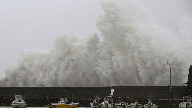 Tifone Noru colpisce Giappone