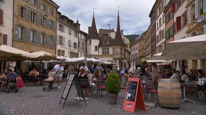 Neuchâtel, primer cantón suizo en introducir el salario mínimo por hora