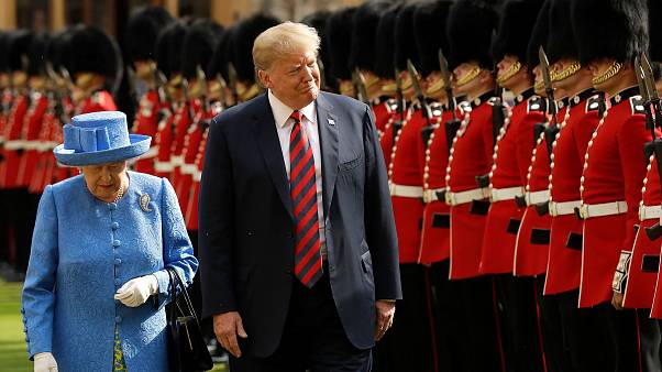 Image: Queen Elizabeth and President Donald Trump inspect the guard of hono