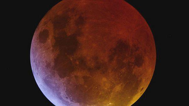 العالم على موعد مع خسوف جزئي للقمر