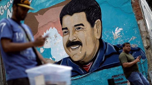 """فنزويلا: أعضاء في """"الجمعية التأسيسية"""" يقتحمون قاعة البرلمان"""