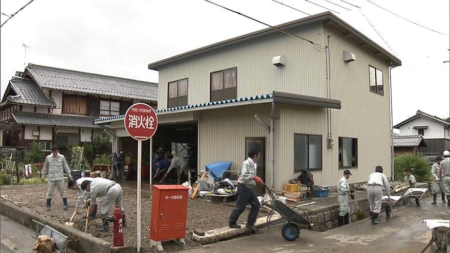 إعصار يجتاح إحدى الجزر الكبرى فى اليابان بعد تحوله لعاصفة إستوائية