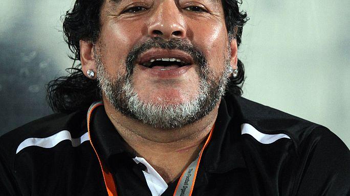 """مارادونا يدعم مادورو في مواجهة """"الامبريالية"""""""