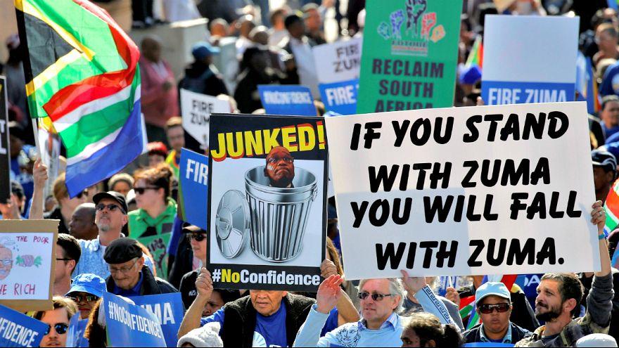 تظاهرات مخالفان جاکوب زوما همزمان با جلسه رای عدم اعتماد در کیپ تاون