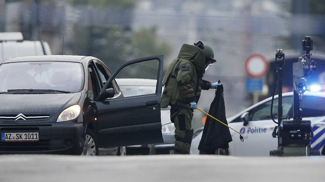 Molenbeek: inseguimento con sparatoria poi allarme bomba