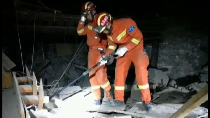 زلزله در چین جان دستکم ۱۹ نفر را گرفت