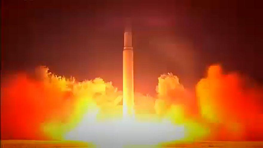 """Trump promet le """"feu"""" à la Corée du Nord"""
