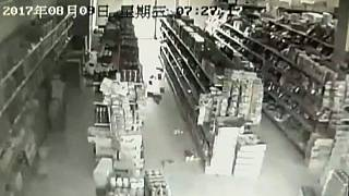 China: Erdbeben erschüttert Supermarkt