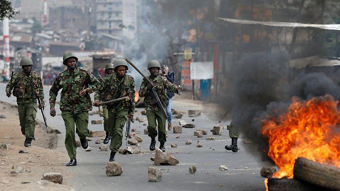 Кенийская полиция разгоняет протесты в трущобах