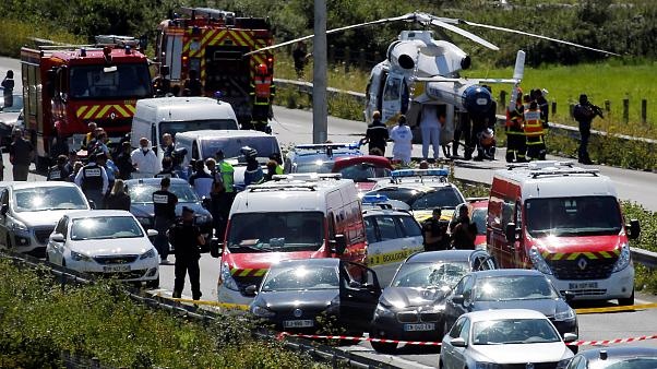 Paris'te askerlere saldıran kişinin kimliği açıklandı