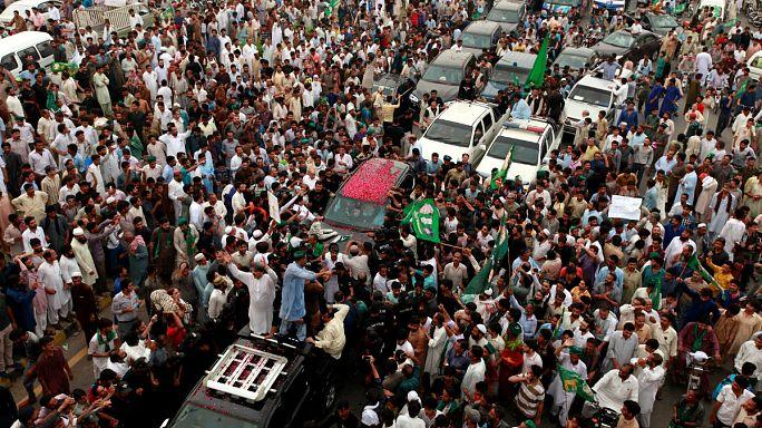 Görevden alınan eski Pakistan Başbakanı İslamabad'dan ayrıldı