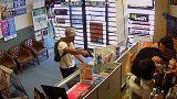 ضرب و شتم دزدان توسط مالک فروشگاه