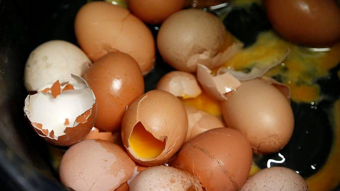 Britain raises estimate of imported contaminated Dutch eggs to 700,000 from 21,000