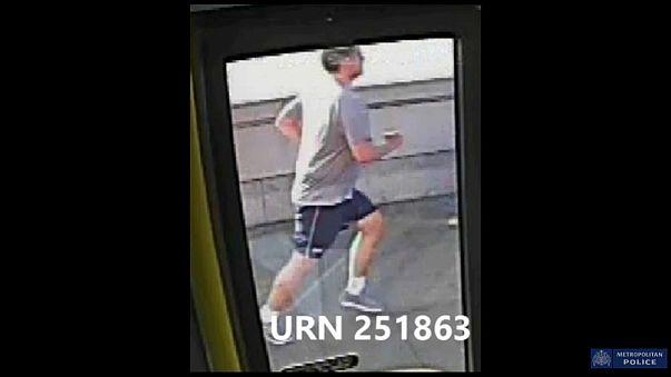 Gefasst: gesuchter Jogger, der Frau vor Bus stieß