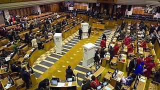 Afrique du Sud : l'opposition veut faire dissoudre le Parlement