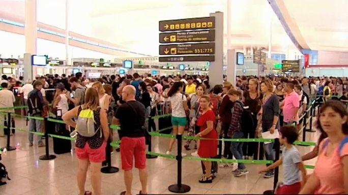 Mitten in der Urlaubszeit: Generalstreik am Flughafen Barcelona