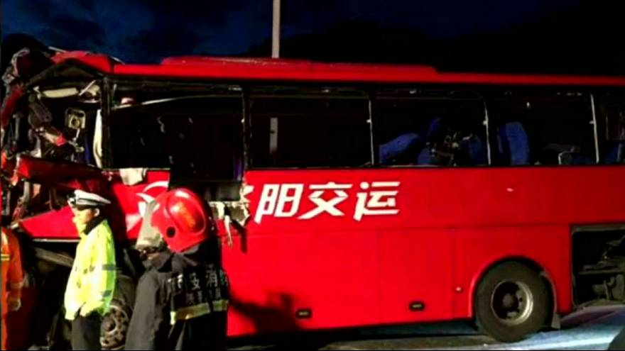 Bus contro un muro in Cina: 36 morti