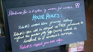 Bar australiano cobra taxa aos homens para compensar diferenças salariais