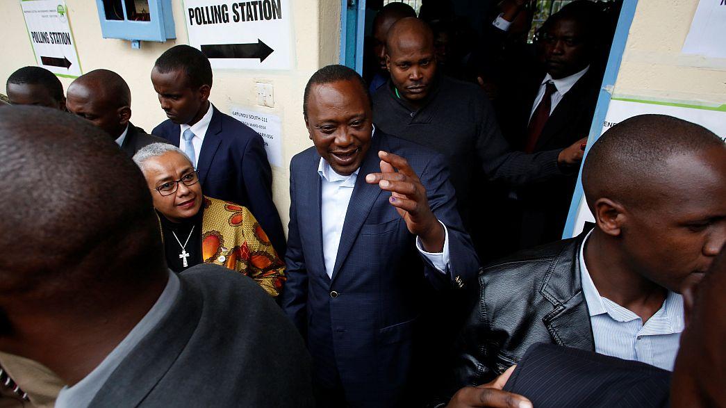 Uhuru Kenyatta újra elnök; az ellenzék csalást sejt
