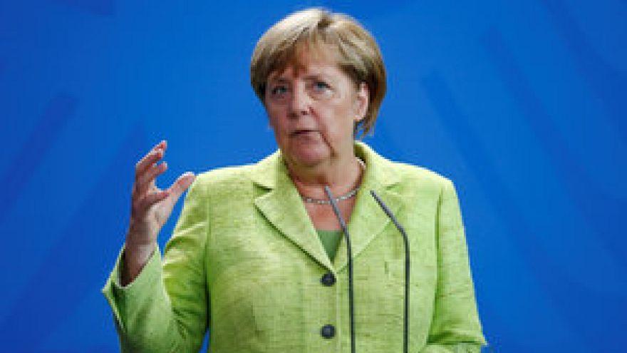 Berlin és Moszkva higgadtságra int