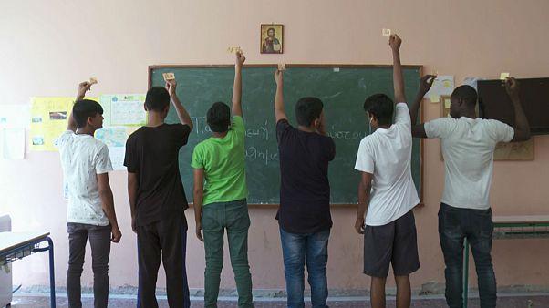 «Βήμα στο Σχολείο»: Πρώτα μαθήματα για δεκάδες προσφυγόπουλα